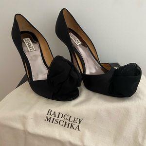 Badgley Mischka black peep toe  heals